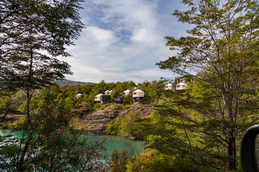 Glamping: imagem do Patagonia Camp desde o acesso ao mesmo