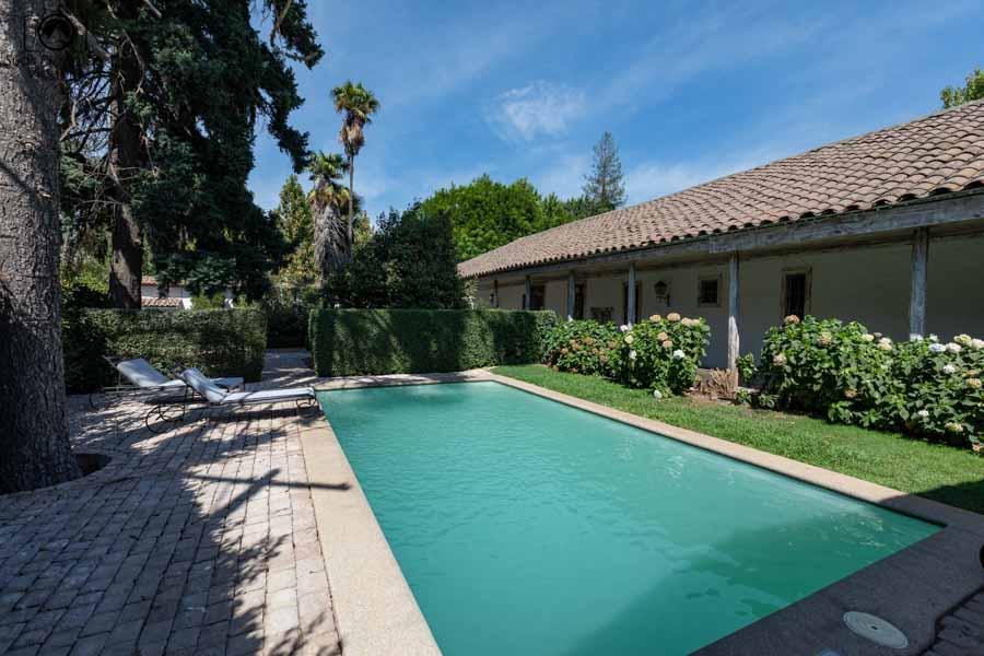 imagem da piscina do hotel