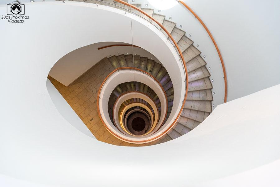 Imagem da escada interna da vinícola