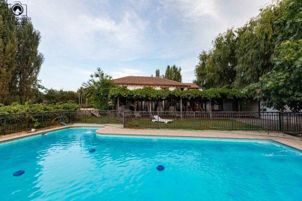 imagem da piscina do hotel parronales