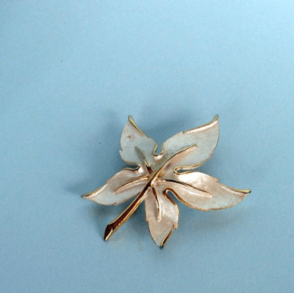 Parklane leaf brooch