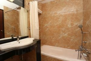 Bathroom-Dahila Boutique Hotel