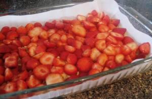 strawberry meringue cake - layer of strawberry slices
