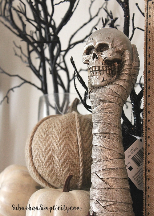 How to style a spooky good Halloween Mantel! Decorating your mantel for the fall season is easy and fun!