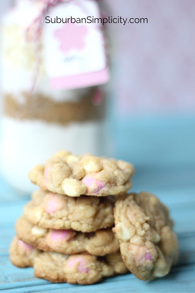 Easter Cookies in a jar make the perfect gift!