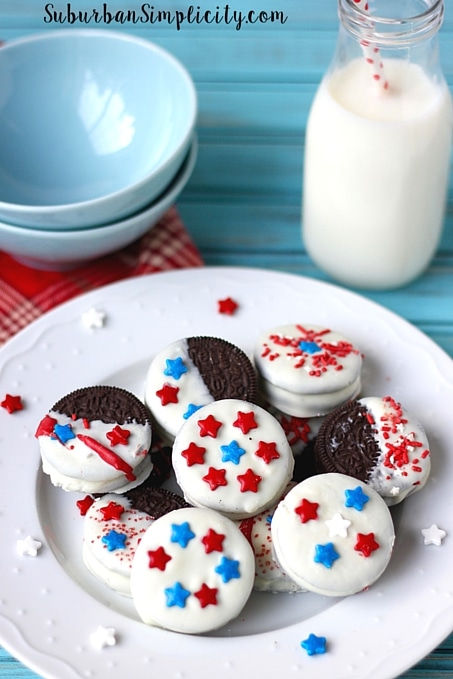 Theres nothing better than Patriotic Oreos with Milk! Easy to make and even easier to eat! A fun 4th of July party idea!