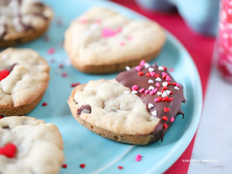 Treat family & friends to delicious Chocolate Chip Valentine's Day Cookies this Valentine's Day.  A homemade gift is always better than store-bought!