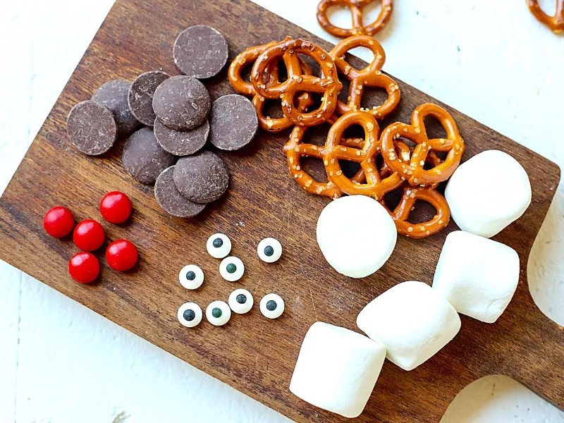 The ingredients to make marshmallow reindeer