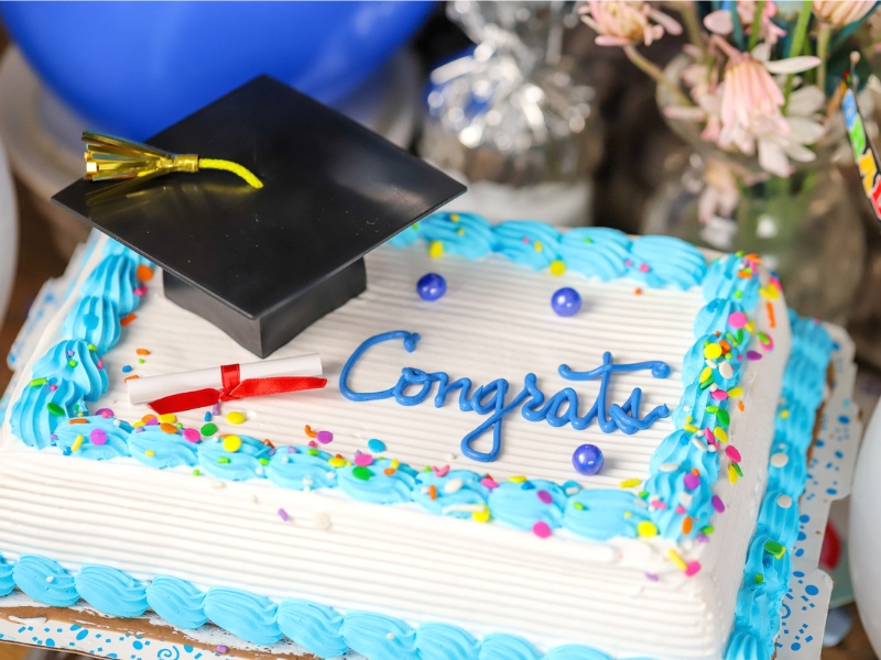 No matter what kind of grad celebration you're hosting, these Graduation Party Dessert Ideas and Recipes.