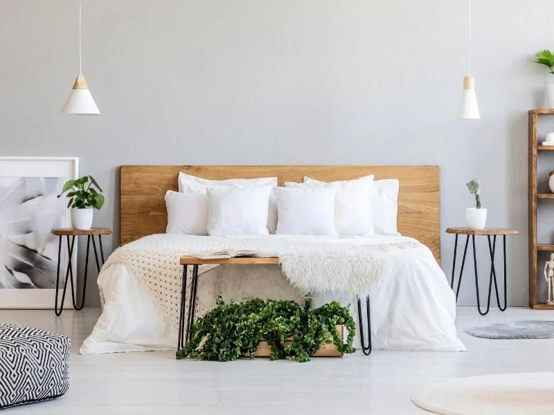 Here are 10 Stress-Free Ways to Prep Your House for Guests in a hurry! Easy ideas to clean and get your house ready that take minutes, but make your guests feel welcome and at home.