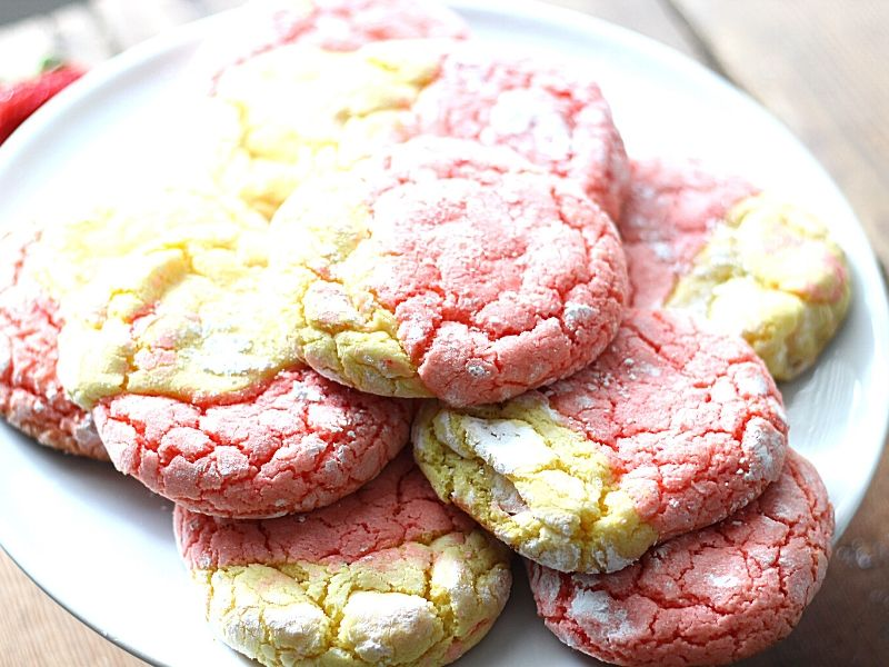 These easyStrawberry Lemonade Cookies will remind you of summer. They are made of swirls of sweet deliciousness topped with a drizzle of icing! A simple cake mix cookie recipe everyone loves!