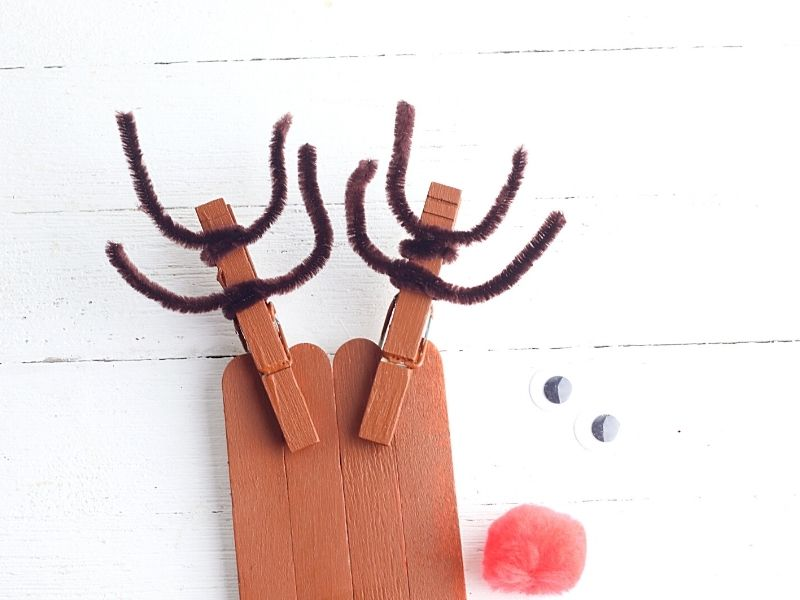 Antlers made from pipe cleaners