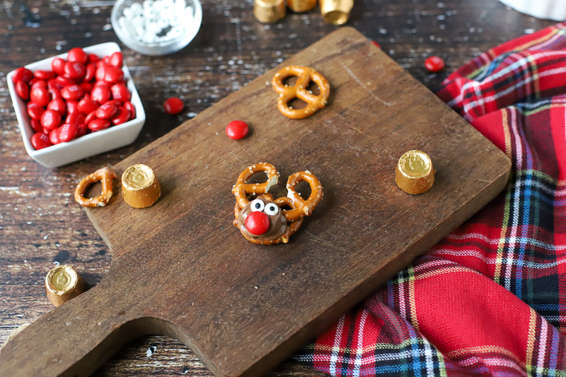 Christmas Pretzel Treat