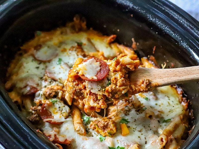 Pizza casserole made in the crockpot