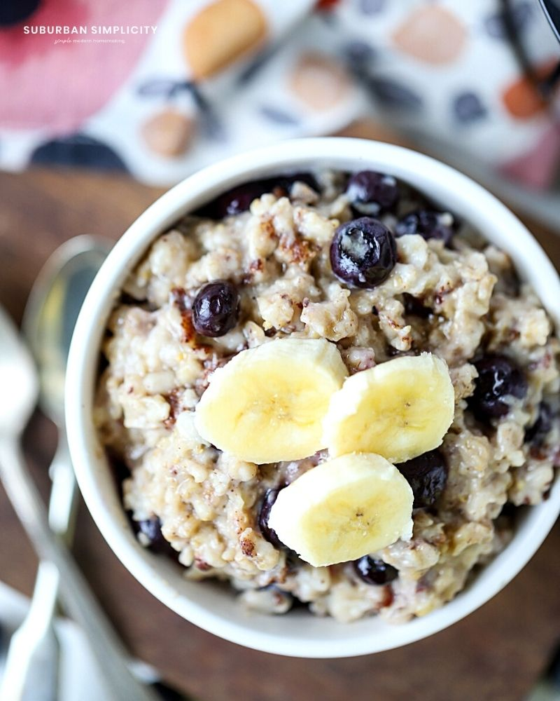 oatmeal with bananas on top