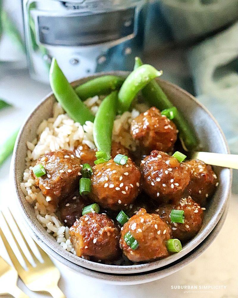 Bu yumuşak ve sulu Yavaş Pişirici Teriyaki Köfte'yi tatlı ve keskin tatları için çok seveceksiniz.  Akşam yemeği veya lezzetli bir meze için bu kolay tarifi yapın.
