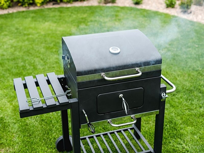 BBQ grill with lid closed