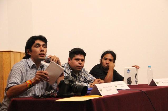 Juan José Estrada Serafín durante la presentación de su ponencia