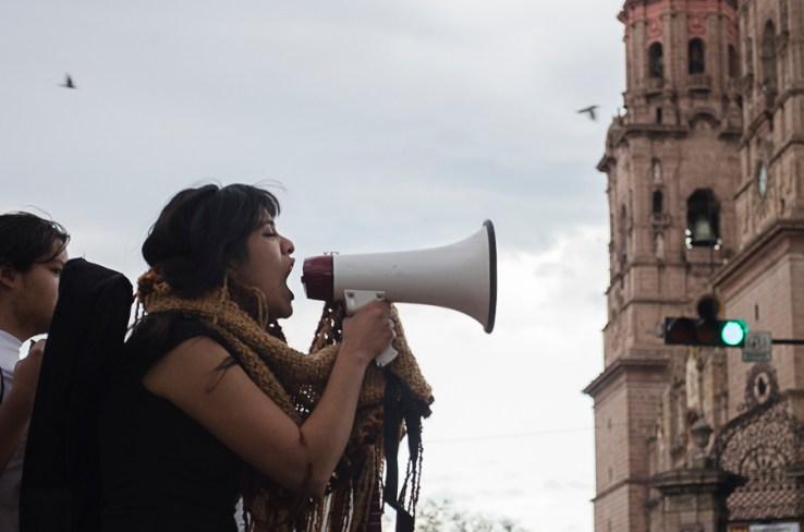 YoSoy132 presente en manifestación contra la violencia en Michoacán_ repudian el avance del Ejército contra las autodefensas.