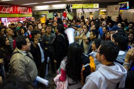 #PosMeSalto en toda la línea 3 del metro, México DF.