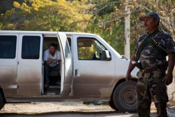 Los operativos en búsqueda de templarios son constantes en las zonas recién liberadas por los grupos de autodefensa, minutos antes de iniciarlos la tensión aumenta considerablemente.