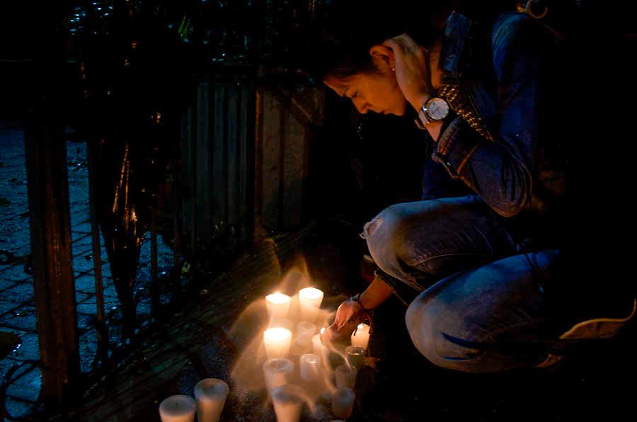 Las protesas por el asesinato de Gregorio Martínez continuaron a las afueras de la representación del gobierno de Veracruz en la Ciudad de México. Fotografía: Amaranta Marentes Orozco.