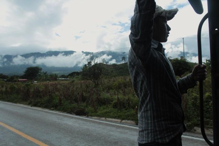 En camino hacia el Caracol V, Roberto Barrios.