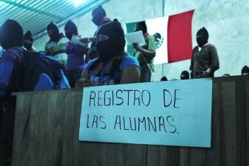 Recepción y registro de alumnas de la segunda vuelta de la Escuelita, diciembre de 2013.