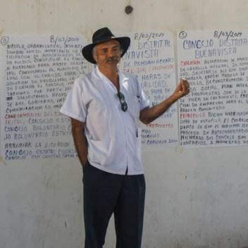 El Dr. Mireles en reunión de Concejos Ciudadanos de varios municipios liberados. Fotografías: Cristian Leyva