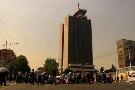 Coordinadora Nacional de Medios Libres y Comunitarios se manifiesta frente a SCT