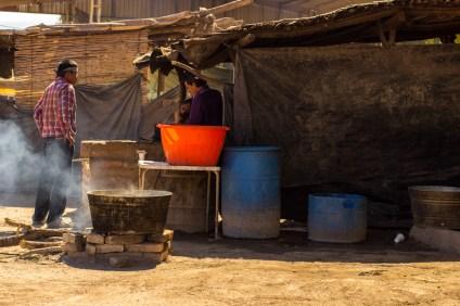 Refugio. La cocina es el punto de reunión para la guardia del bloqueo. Fotografía: Aldo Santiago