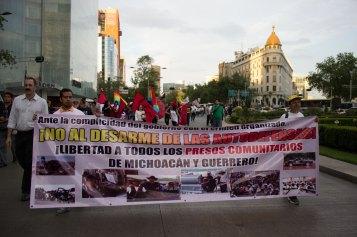 """Apoyo a las """"autodefensas"""""""