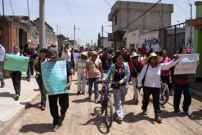 """Peña Nieto asesino, que matas campesinos"""