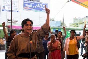 Ofelia Medina con las mujeres de Atenco