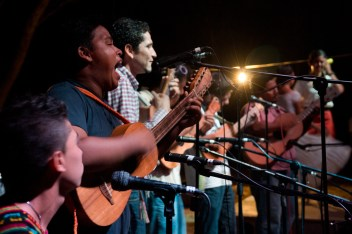 El grupo Cojoyo de Lima, del vecino municipio de Chinameca