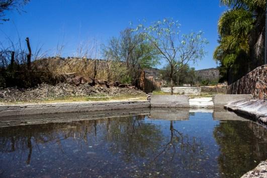 """Diques. Aun con la supuesta """"protección"""", el pueblo está inconforme pues quedarían inundadas las tierras fértiles dejándolos sin oportunidad de sembrar """"Nos quieren sitiar para rendirnos"""""""