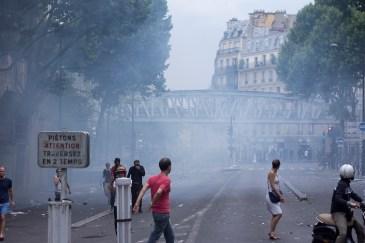 Riots dispersan la marcha con gases lacrimógenos.