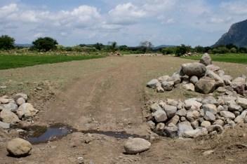 Donde antes eran tierras de sembradío, ahora son caminos por donde pasan los tubos del gasoducto.