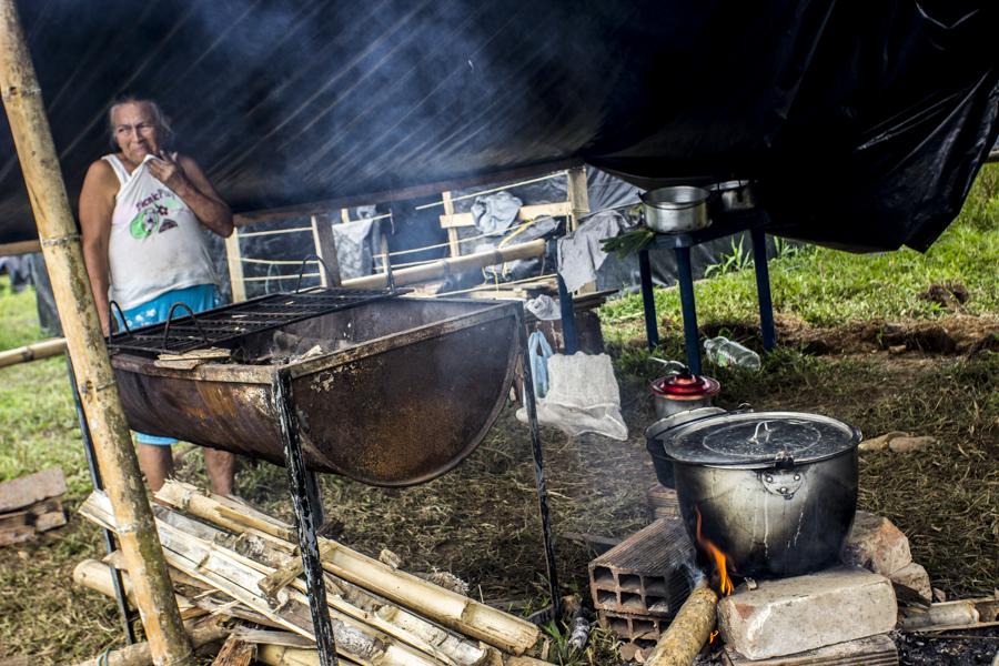 Villa Colombia Humana, una estrategia de recuperación de tierras para la vivienda de familias desplazadas por el alza en el precio de los arriendos, así como las fumigaciones áreas que han acabado sus cultivos.