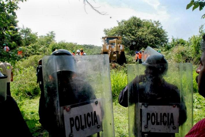 04 El desalojo es efectuado por la policia de mando único y polícia federal, así como la estatal de Morelos