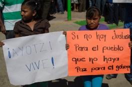 Las niñas dicen Ayotzi Vive Foto: Andalucía Knoll