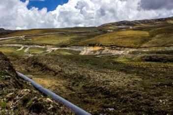 Aspectos de las tuberías con las cuales minera Yanacocha pretende dragar algunas de las lagunas.