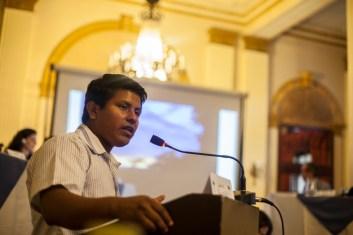 Johny Buitrago habla sobre el proyecto de Reducción de Emisiones por Deforestación y Degradación de los Bosques (REDD+). El Tribunal escuchó dos casos relacionados, uno sobre cambio climático y sus falsas soluciones y el otro sobre los mecanismos de REDD+. Foto: Juliana Bittencourt
