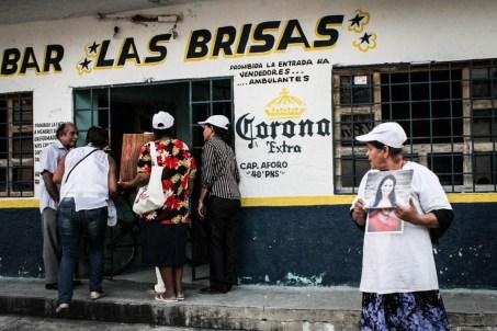 Busca de desaparecidas en las cantinas de Huixtla, Chiapas. Fotografía: Valentina Valle