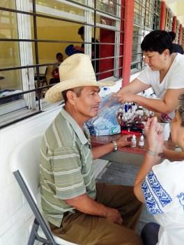 Bernardo Campos, padre de José Ángel Campos, recibe terapia de microdosis
