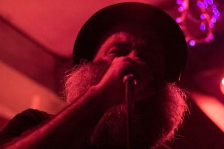 Música, rebeldía y futbol: la mezcla rítmica de Chico Trujillo