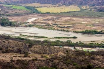 La represa tendrá una cortina de 120 metros de altura y 600 metros de ancho, en un embalse al río Magdalena que afectará a más de 16 comunidades del departamento del Huila.