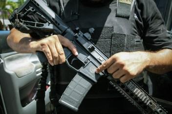 Este es el fusil R-15 que otorga el gobierno mexicano. Fotografía: Heriberto Paredes