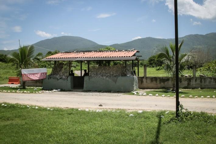 Retén de la marina ubicado a la salida de La Placita. Fotografía: Heriberto Paredes