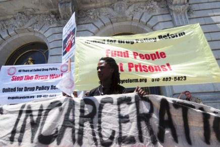 Los objetivos de «la guerra contra las drogas»: negros y jipis